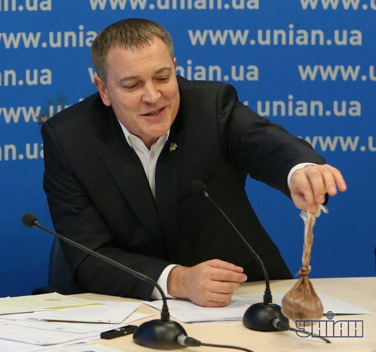 На пресс-конференции Колесниченко атаковали фекалиями