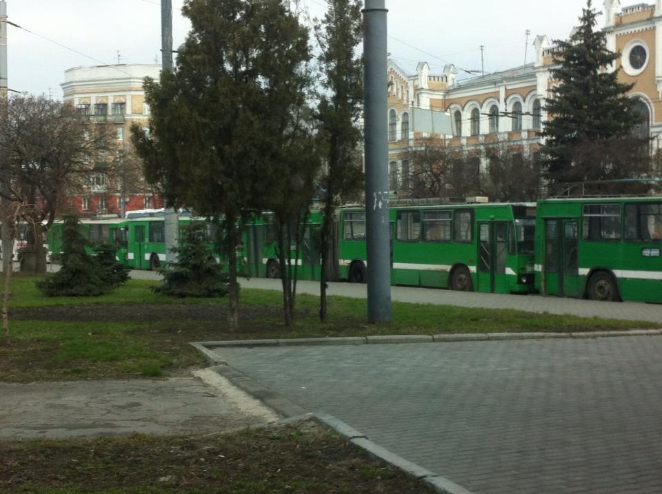 Утром в Харькове застыл коммунальный транспорт