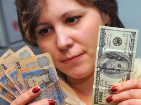 Доллар США подорожал на 12 копеек.