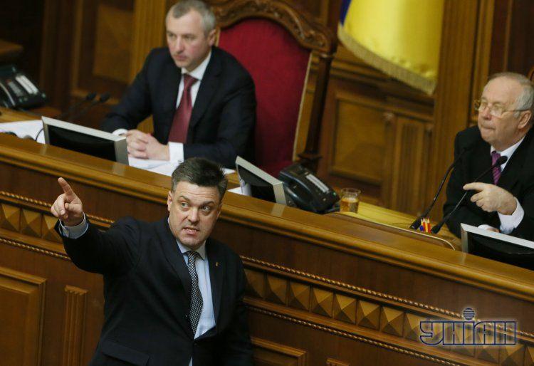 Олег Тягнибок у президиума Рады