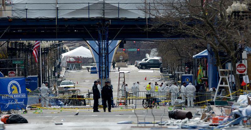 Эксперты тщательно исследуют место взрывов