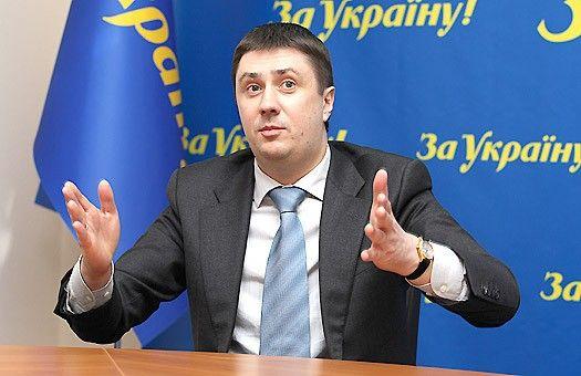 Кириленко предложил обложить артистов военным сбором