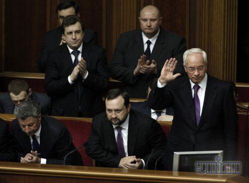 Кабмин Азарова так и не отправили в отставку