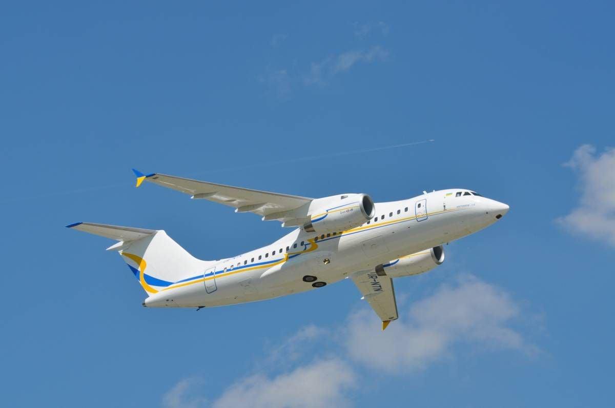 Самолет Ан-158