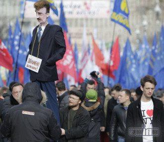 У здания Рады митингующие требовали назначить выборы в Киеве