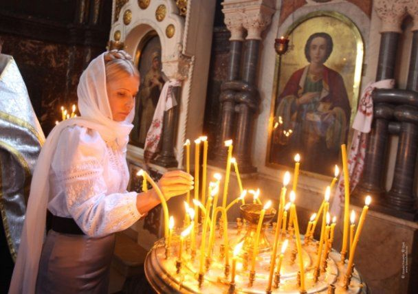 Тимошенко в церкви, иллюстрация