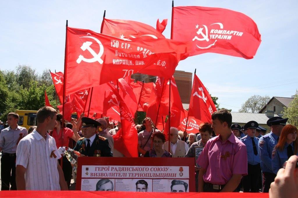 В Тернополе вновь разрешили красные флаги