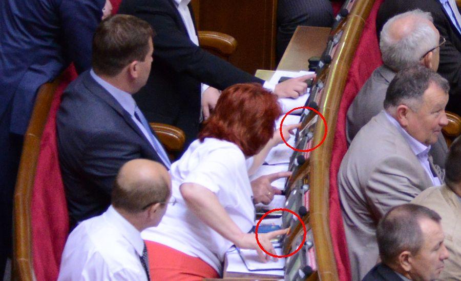 Голосует Ольга Сикора