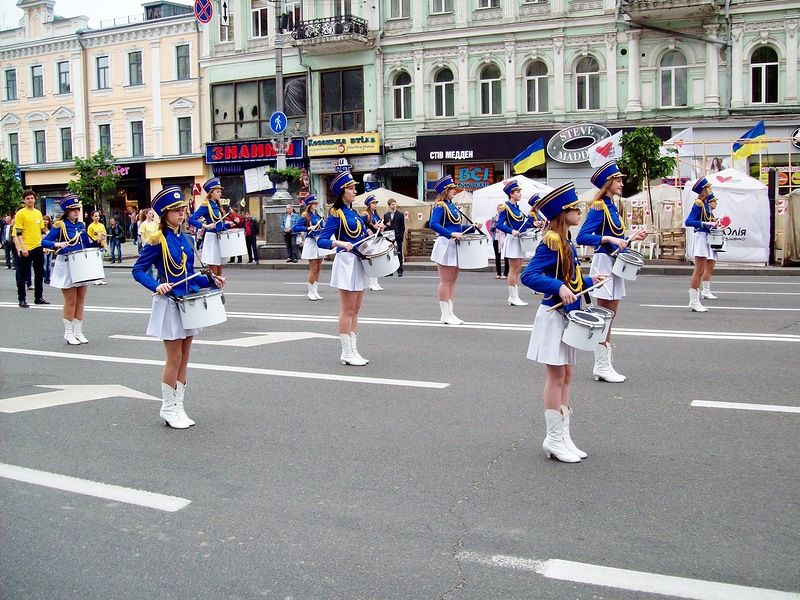 Парад барабанщиц в День Европы