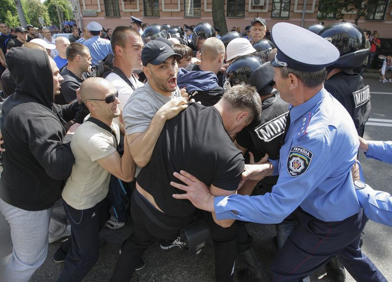 Драка во время митинга в Киеве