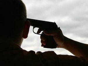 Офицер застрелился, но умер не сразу