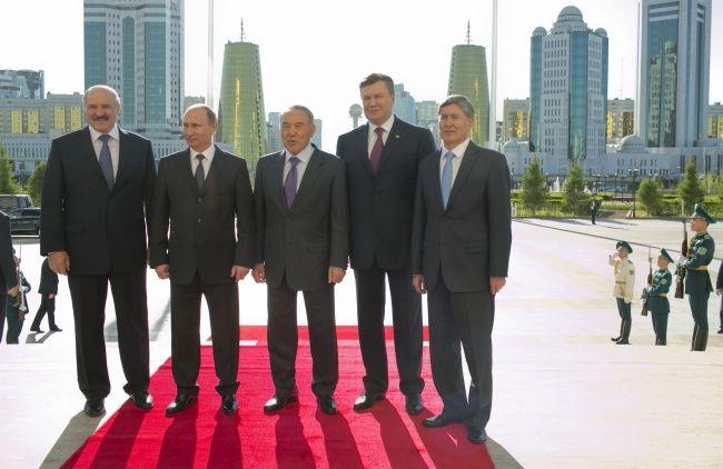 Виктор Янукович на встрече в Астане