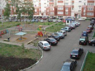 Занятые площадки не позволяют парковать автомобили.