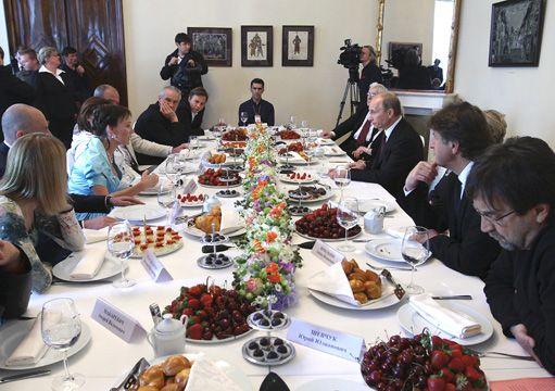 Путин и Шевчук за столом
