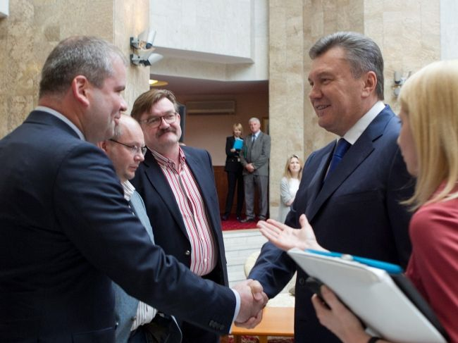 Евгений Киселев и Виктор Янукович накануне Дня журналиста