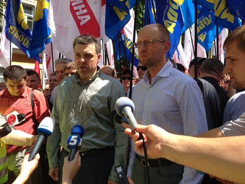 В Хмельницком были Яценюку и Тягнибоку пришлось отдуваться за Кличко