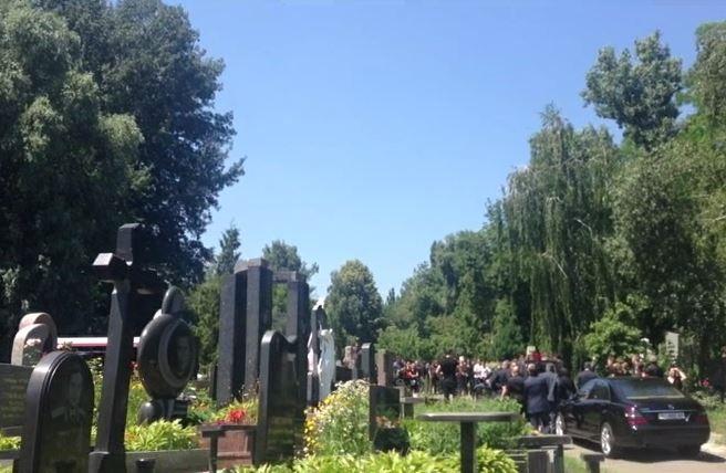 Парня похоронили на Байковом
