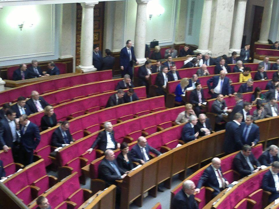Парламентские фракции могут быть уменьшены до 15-17 человек