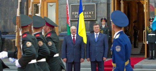 Янукович официально встретил Лукашенко