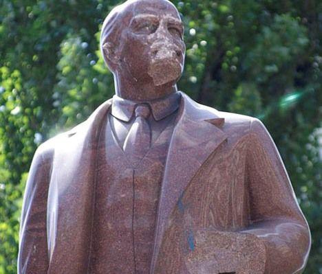 Ленину отбили нос и руку