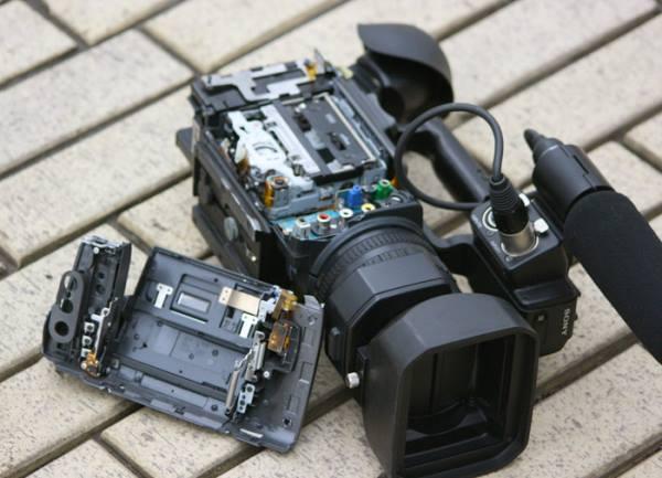 Нападавшие разбили видеотехнику журналистов