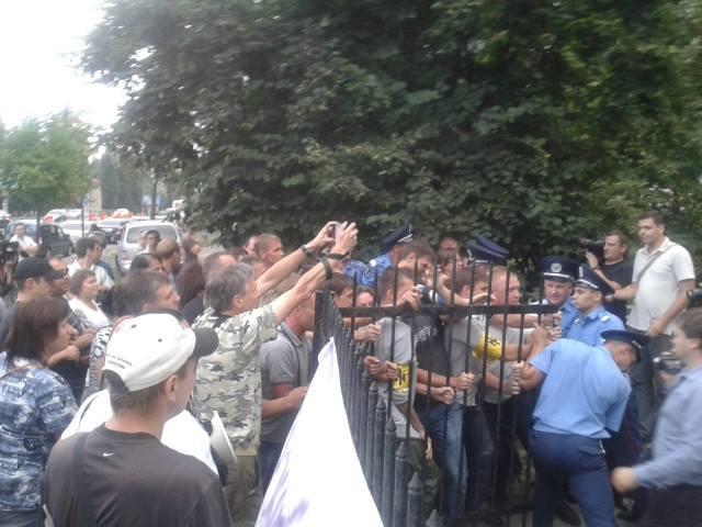 Фото с места штурма РОВД