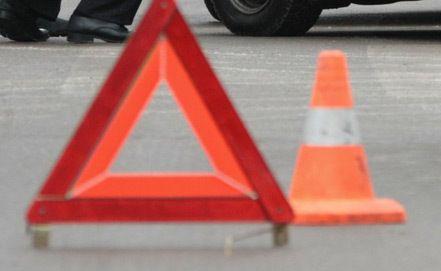 В Киеве столкнулись такси и грузовик, погиб человек
