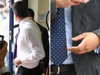 После инцидента Коморовский без лишних слов переодел пиджак