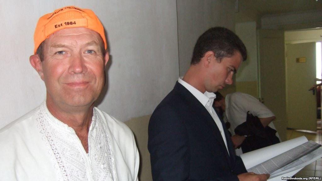 Василий Любарец (слева) и его адвокат