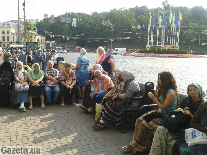 Возле Владимирской горки собираются прочане, начинаются шествия и митинги