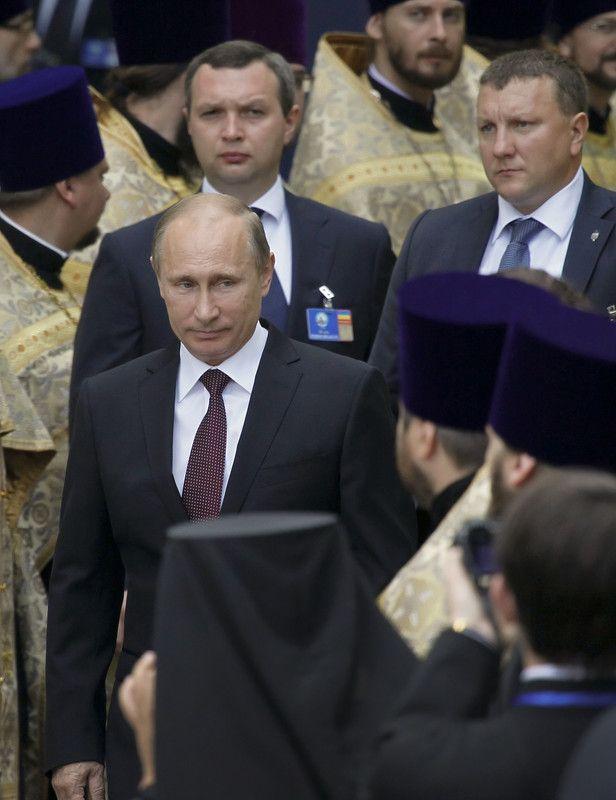 Владимир Путин на молебне в субботу