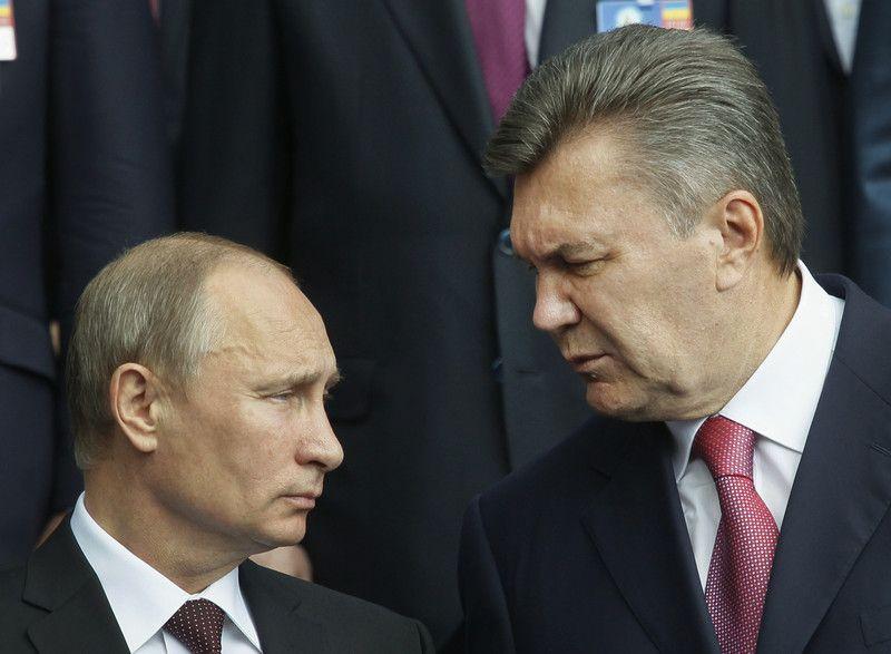 Путин и Янукович во время молебна