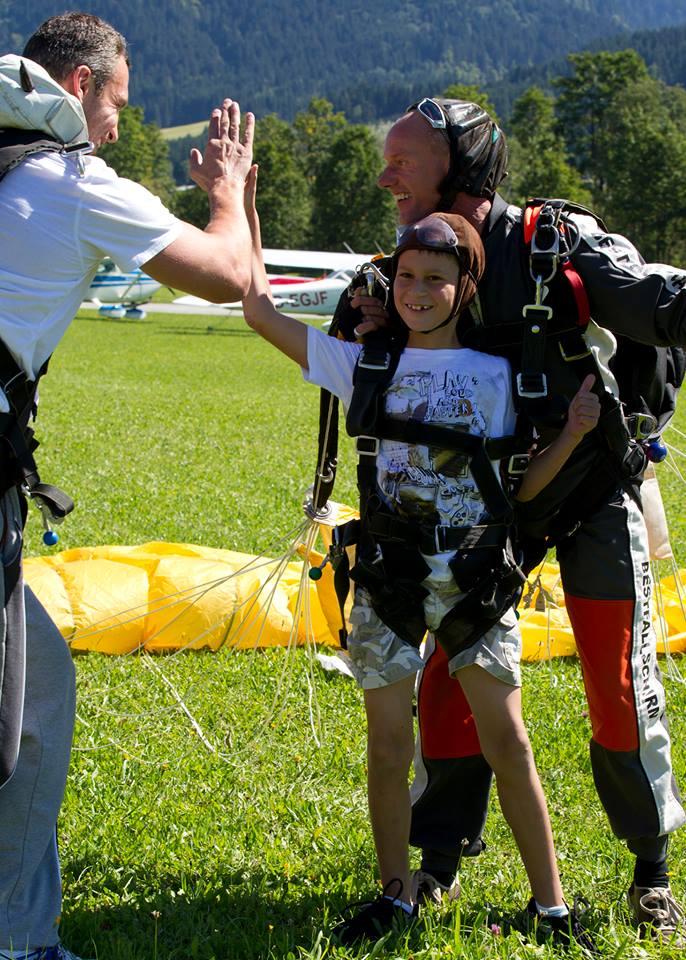 Виталий Кличко в Америке с семьей прыгнул с парашютом