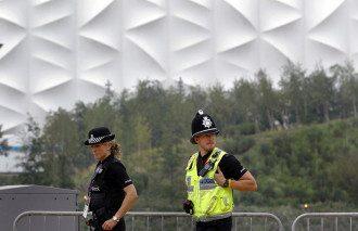 Полиция Британии обследовала дом эксперта со специалистами по боевой химии и саперами