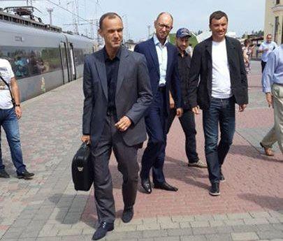 Яценюк и еще несколько депутатов прибыли на встречу к Тимошенко