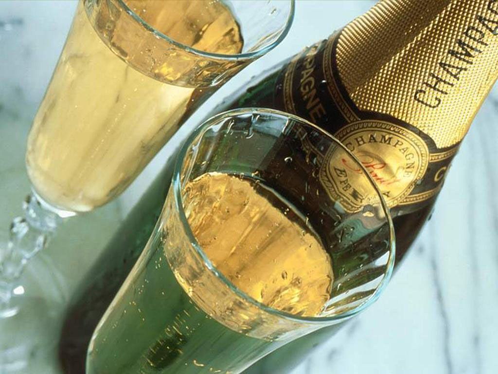 Ученый предупредил, что в новогоднюю ночь можно отравиться шампанским с пеплом