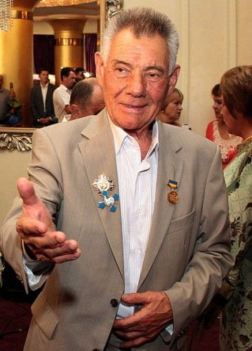 Омельченко шумно отпраздновал 75-летие: отменная закуска, пляски и Буратино