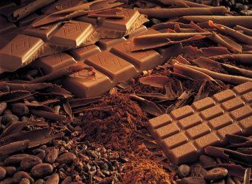 Диетолог поделилась, что горький шоколад - отличный природный антидепрессант - Черный шоколад польза