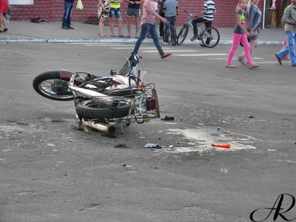Бизнесмен сбил двух мотоциклистов