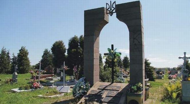 Памятник УПА в Грушовицах