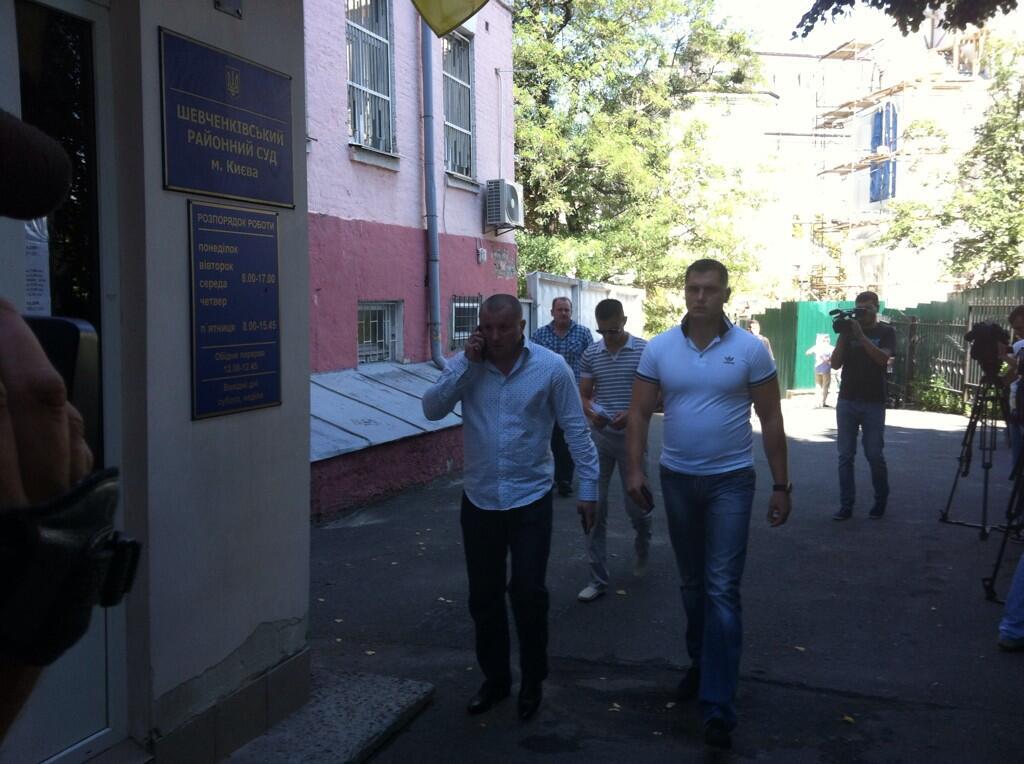 Вадим Титушко у здания суда