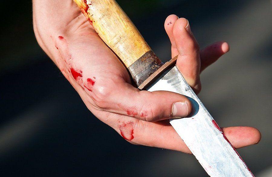 Человек с ножом, иллюстрация