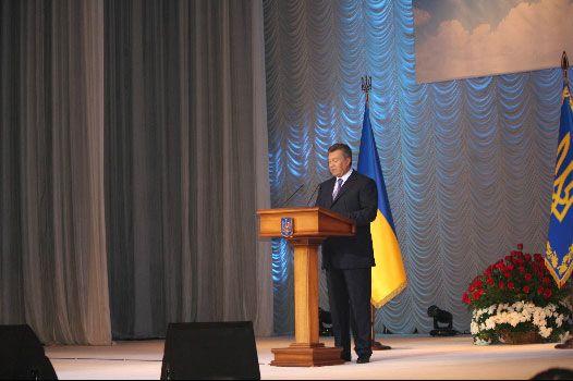 Виктор Янукович выступает в Донецке