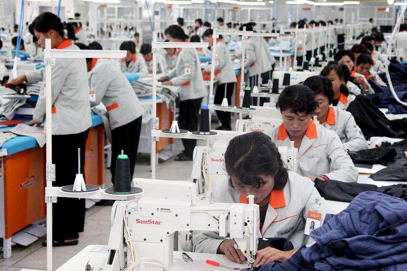 Рабочие в КНДР