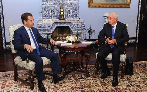 Дмитрий Медведев и Николай Азаров