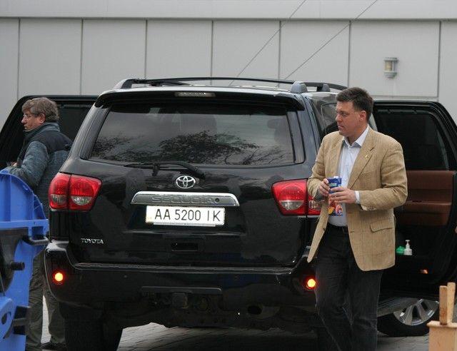Олег Тягнибок и его Toyota Sequoia