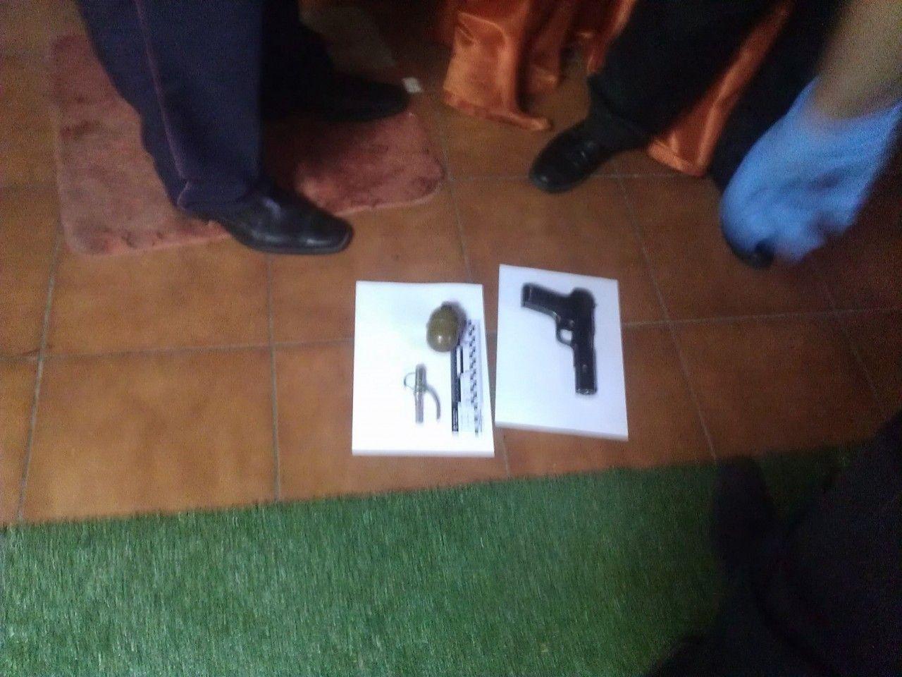Пистолет, найденный в офисе FEMEN