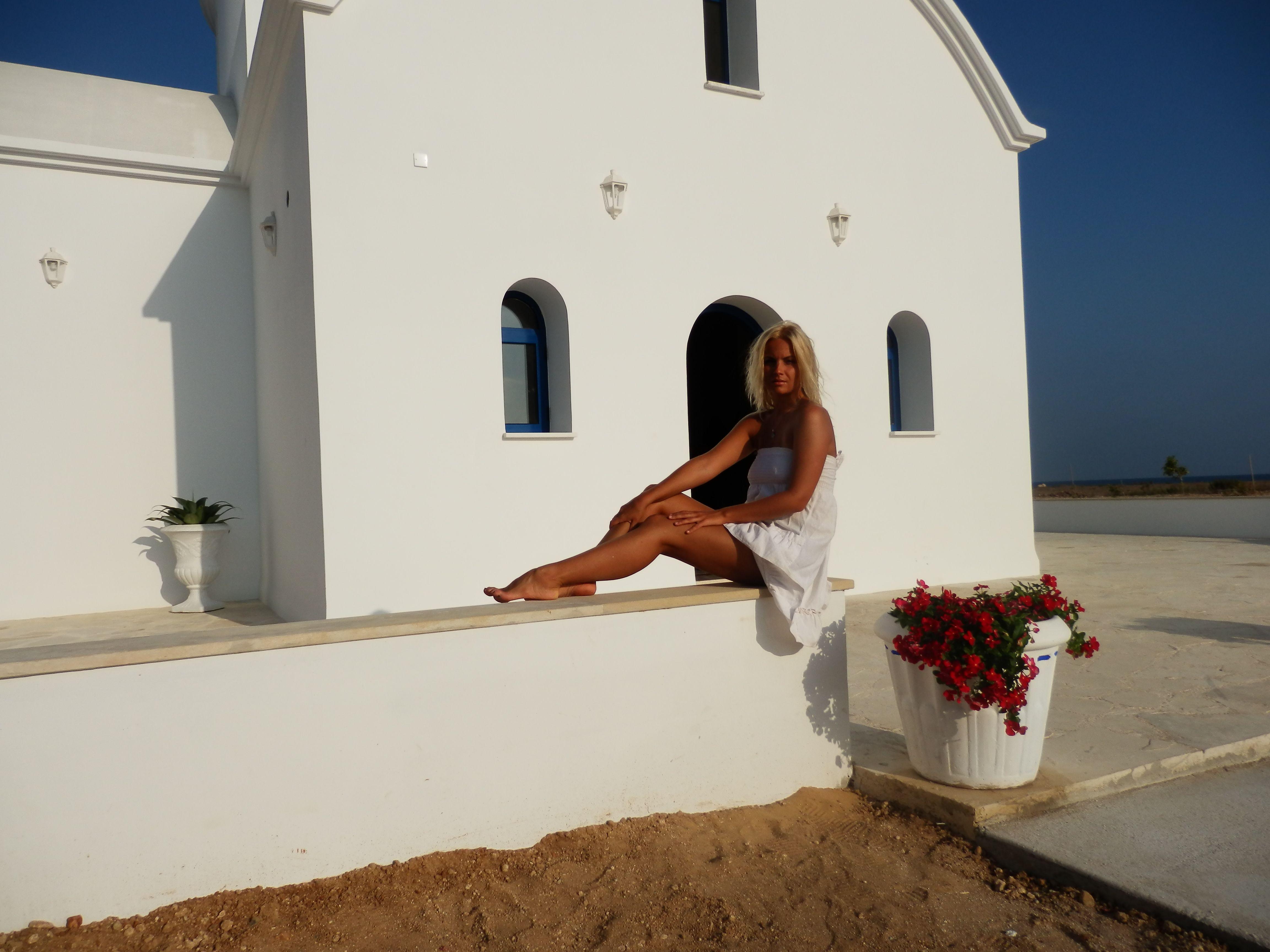 Певица Маша Гойя на Кипре скупала сувениры и косметику