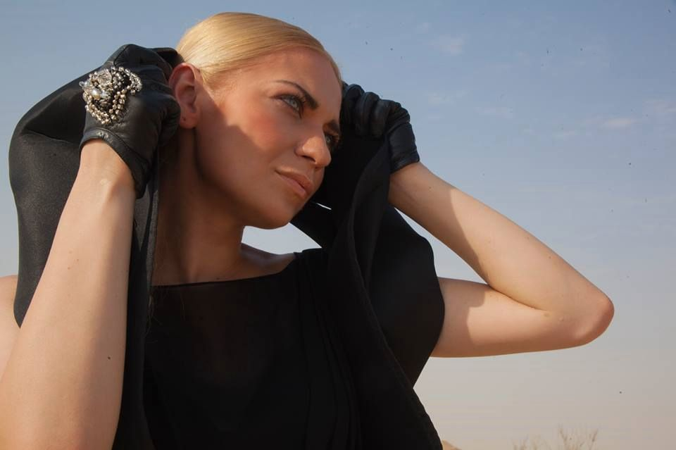 Певица Alloise