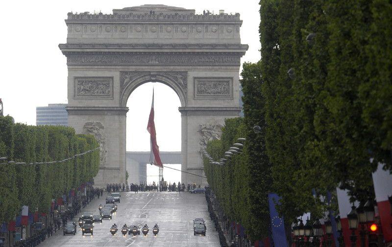 Париж с удовольствием принял Сенцова в ряды почетных граждан
